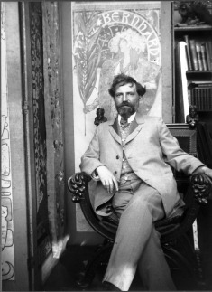 27 Alphonse Mucha in his studio, 1894  Mainittava aina julkaistaessa: Bˆr alltid n‰mnas vid publicering: Usage of the image in any form is permitted only by crediting: Copyright © Mucha Trust 2004