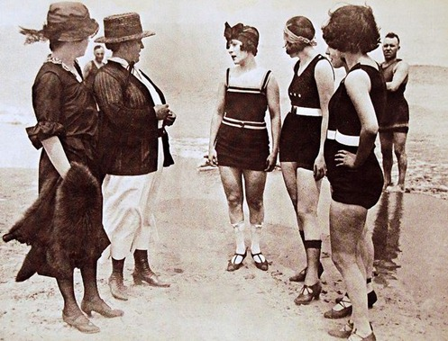 the leauge against indisent bathing - 1922 - Policewomen arrest Lewd Bathers