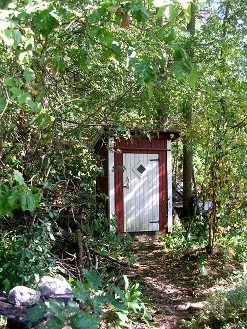002_outhouse_01