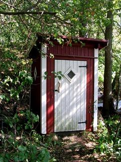 002_outhouse_02