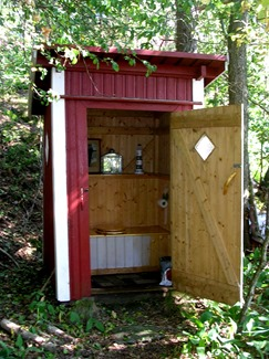 002_outhouse_03