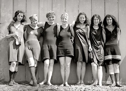 a12020_bathing beauties_13
