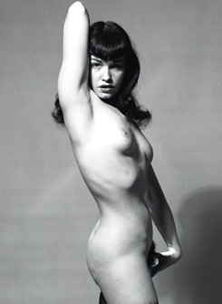betty_page_mirror_011