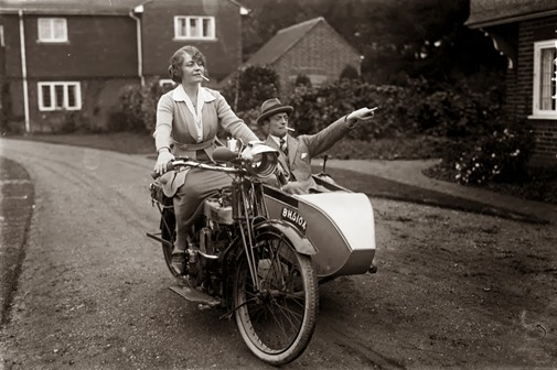 a12078_women_on_bikes_01