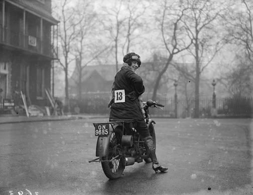 a12078_women_on_bikes_03