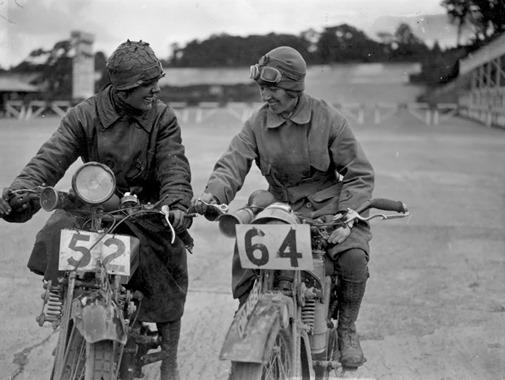 a12078_women_on_bikes_09